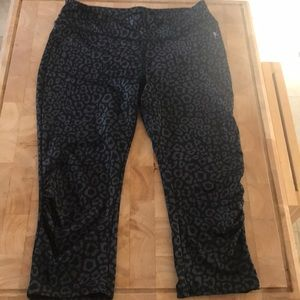 Leopard print black athletic Crop Capri leggings
